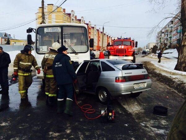 ВВолжске два человека погибли вДТП савтобусом